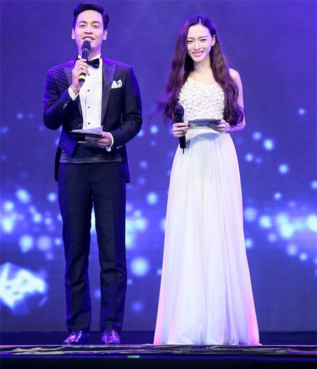 Trương Hồ Phương Nga còn được biết đến trong vai trò MC. Trong ảnh cô đang dẫn 1 chương trình cùng MC Phan Anh.