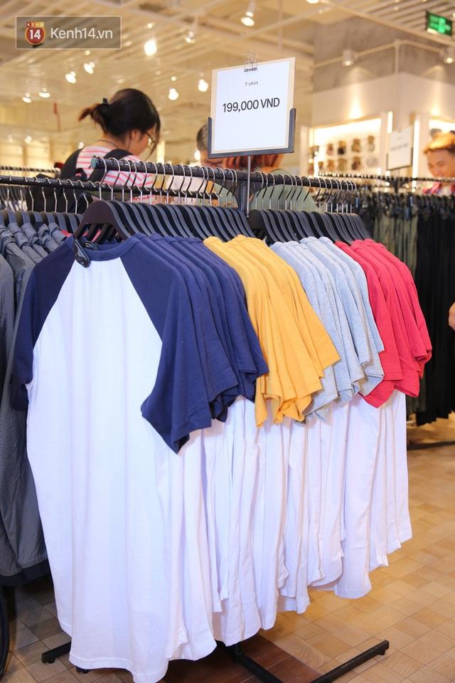 Pull&Bear Việt Nam: Giá rẻ hơn Thái Lan, áo phông giá từ 149.000 đồng, quần jeans từ 699.000 đồng - Ảnh 9.