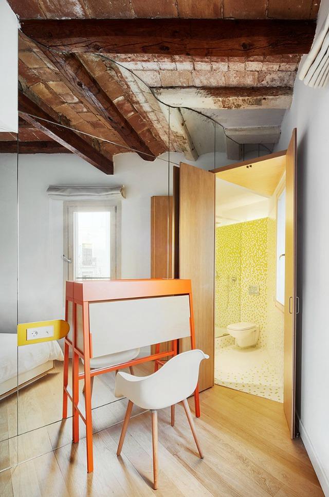 Được thay cửa và tường bằng gương, căn nhà cũ thay đổi không ngờ - Ảnh 9.