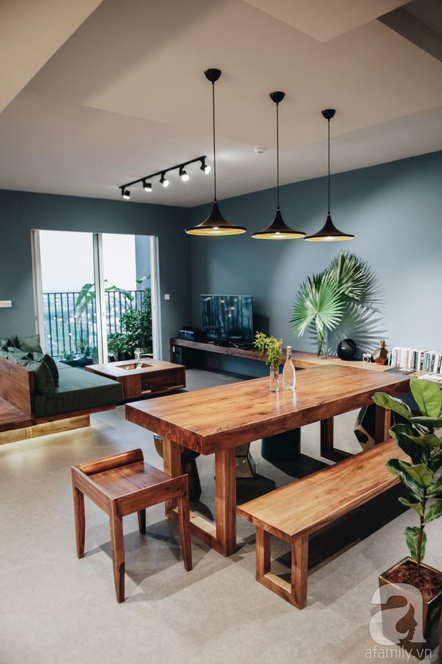 Sự hài hòa của ánh sáng, sự kết hợp tinh tế của những mảng màu, sự đơn giản đến hoàn hảo trong cách sắp đặt nội thất đã giúp cho không gian trên tầng cao đẹp nên thơ.