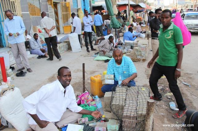 Quốc gia nghèo chẳng có gì ngoài tiền, đi chợ mua rau cũng phải mang cả bao tải, chất tiền thành đống - Ảnh 9.