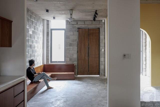 Phòng khách là nơi tiếp đón bạn bè cũng là không gian sinh hoạt chung của cả nhà.