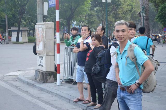Cập nhật: Tổng thống Mỹ Donald Trump tới Hà Nội, an ninh thắt chặt tại các tuyến đường trung tâm - Ảnh 9.