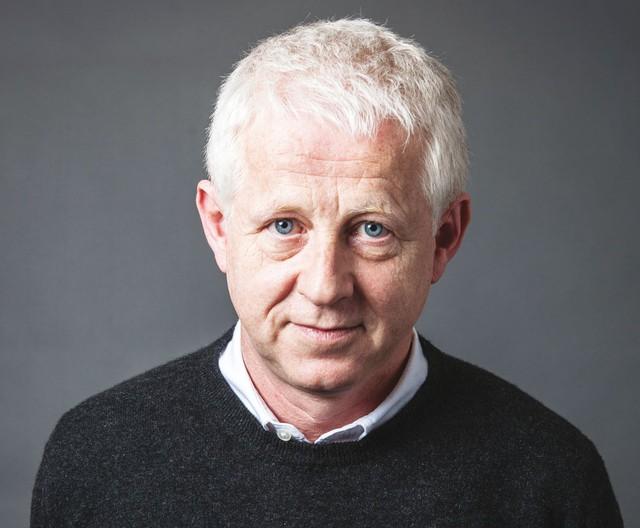 Richard Curtis - nhà biên kịch hợp tác với Rowan tạo nên kịch bản Mr. Bean
