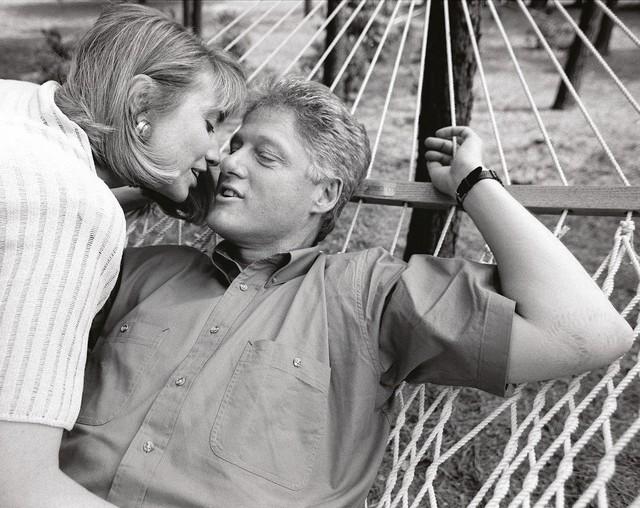 Vợ chồng nhà Clinton ở điền trang của nhà Bush.