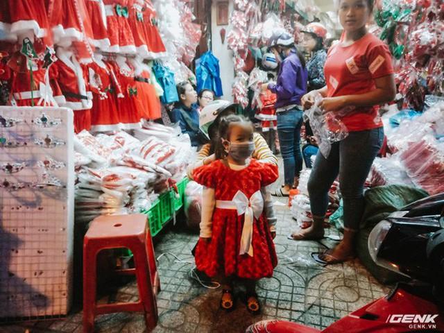 Đời sống qua lăng kính smartphone (Kỳ 1): Người dân Sài Gòn nô nức trang trí phố xá đón Noel đến gần - Ảnh 9.