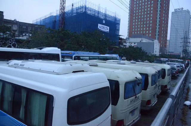 """Phí trông giữ xe ô tô ở Hà Nội lên đến 4 triệu đồng/ tháng, nhiều người phải lao đao """"méo mặt"""" đi tìm chỗ gửi xa nhà - Ảnh 8."""