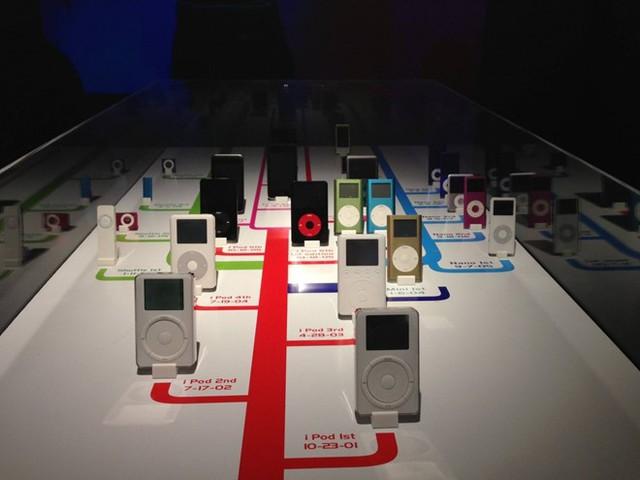 Theo thời gian, các thế hệ tiếp nối của iPod như iPod Touch, iPod Mini, iPod Nano và iPod Shuffle lần lượt ra đời, tích hợp các tính năng mới như xem video, mua nhạc và phim trực tuyến. Ảnh: Don Synstelien.