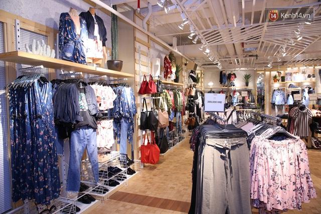 Pull&Bear Việt Nam: Giá rẻ hơn Thái Lan, áo phông giá từ 149.000 đồng, quần jeans từ 699.000 đồng - Ảnh 10.