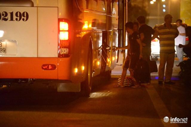 Hà Nội: Vạ vật đến nửa đêm vẫn không bắt nổi xe khách về quê nghỉ lễ 2/9 - Ảnh 10.