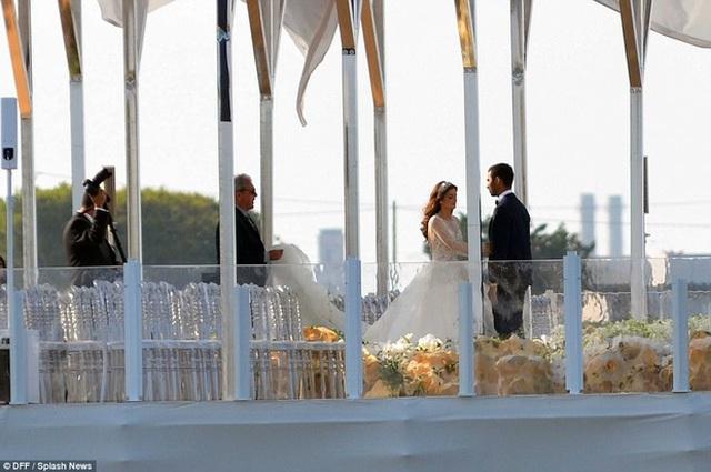 Cận cảnh đám cưới xa hoa ngút trời của con gái ông trùm địa ốc New York có giá 568 tỷ - Ảnh 10.
