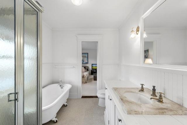 Không gian phòng tắm hiện đại, sang trọng.