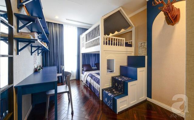 Phòng ngủ của các bé rất xinh xắn với tông màu xanh - trắng.