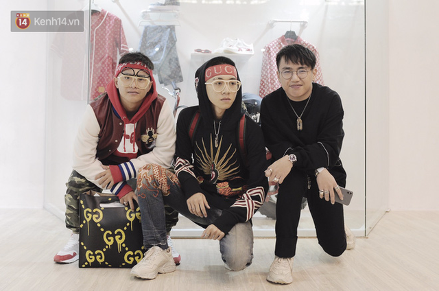 Ba cậu bạn này đã lặn lội từ Sài Gòn xa xôi để tham dự Sole Ex - sự kiện mỗi năm chỉ có 1 lần. Được biết đây cũng là 3 đầu giày cực kì chịu chơi của miền Nam.