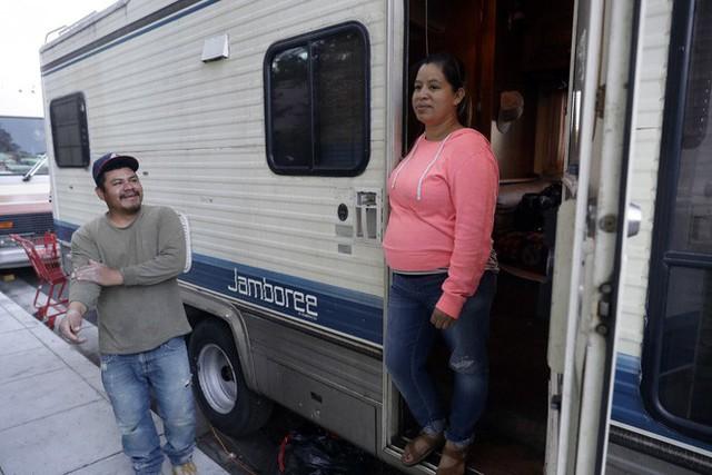 Góc khuất ở Thung lũng Silicon, nơi những người có việc làm ổn định vẫn phải sống như vô gia cư - Ảnh 10.