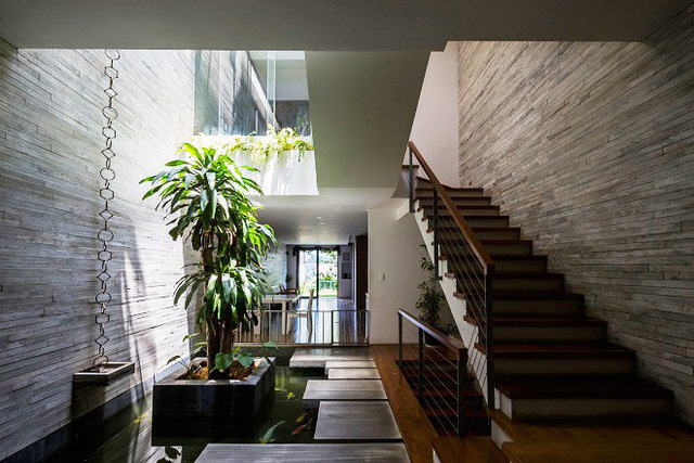View nhìn bên trong ngôi nhà, vào ban ngày, cả ngôi nhà luôn tràn ngập ánh sáng tự nhiên và thông gió tự nhiên.