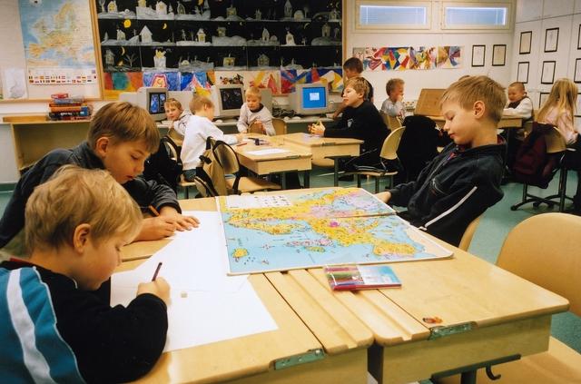 Bí mật nghề gõ đầu trẻ của nền giáo dục kỳ diệu nhất thế giới: Việt Nam thi 6 điểm/môn là đỗ; Phần Lan khó như tuyển dụng vào Big4 - Ảnh 2.