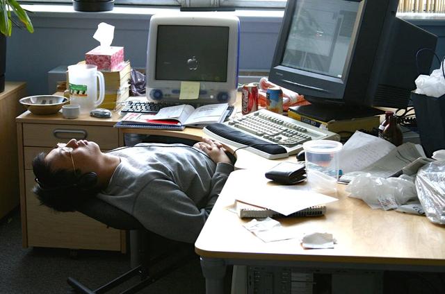 Rất nhiều dân văn phòng đang tự làm hại sức khỏe của mình chỉ vì một hoạt động không đáng có và ít ai để ý - Ảnh 1.