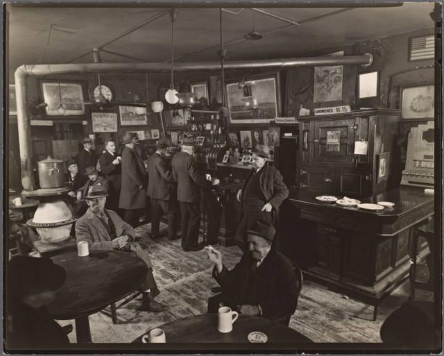 Quán bar do một người di cư từ Ireland đến New York năm 1851 có tên là John McSorley mở. Vị trí hiện tại của quán trước đây nằm giữa khu buôn bán giao thương tấp nập.