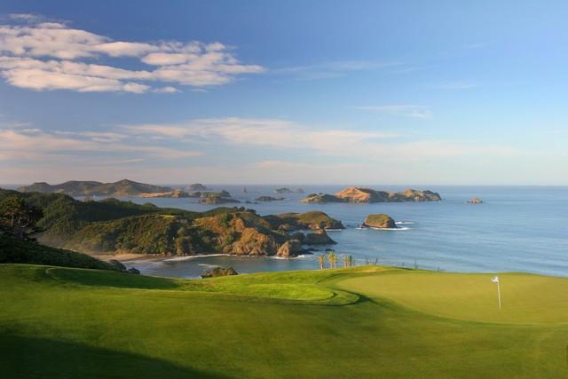 Sân golf 18 lỗ do David Harman thiết lot Top 100 sân golf đẹp nhất thế giới.