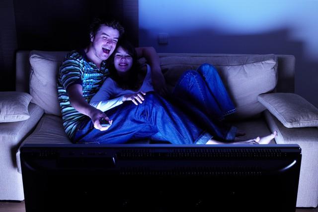 9 giờ tối vẫn còn xem phim, karaoke hay nhậu nhẹt... Nhiều người đang âm thầm tàn phá sức khỏe ngay từ trẻ mà không hay biết! - Ảnh 2.