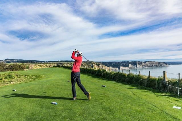 Sân golf này cũng có 18 lỗ do Tom Doak thiết kế.