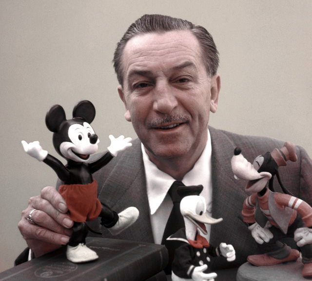 Walt Disney từng bị chê là kém sáng tạo, chẳng có ý tưởng nào nên hồn thế nhưng ông đâu có vì những chỉ trích mà ông tự dập tắt mơ ước bản thân?