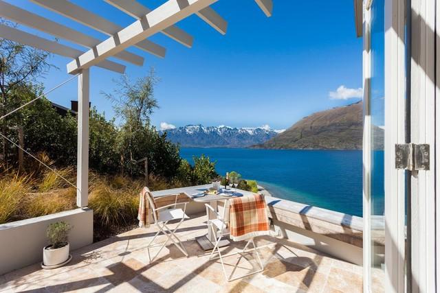 Du khách có thể ngắm nhìn núi và biển từ trong phòng nghỉ.