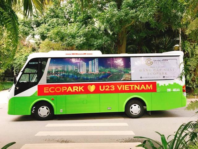 Cách cổ động U23 Việt Nam độc đáo của người Hà Nội: Nhuộm đỏ cả tòa nhà, đường phố, tổ chức tiệc bia miễn phí xem chung kết - Ảnh 6.