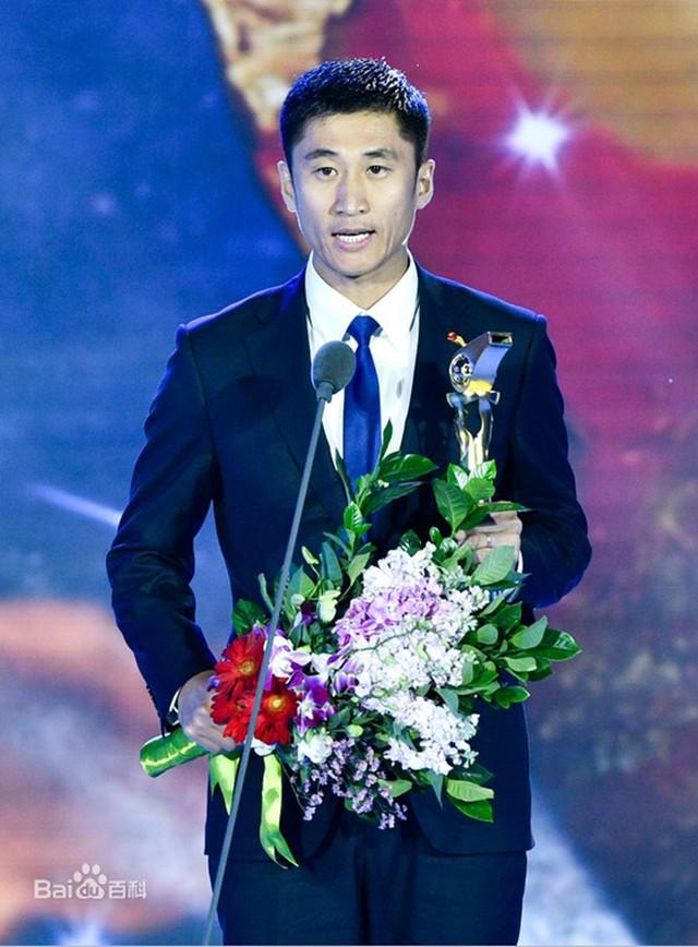 Chân dung vị trọng tài Trung Quốc sẽ bắt chính trong trận chung kết U23 châu Á 2018 - Ảnh 4.
