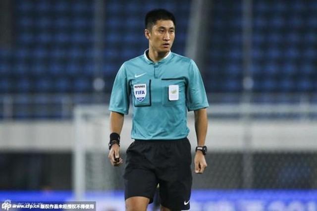 Chân dung vị trọng tài Trung Quốc sẽ bắt chính trong trận chung kết U23 châu Á 2018 - Ảnh 7.