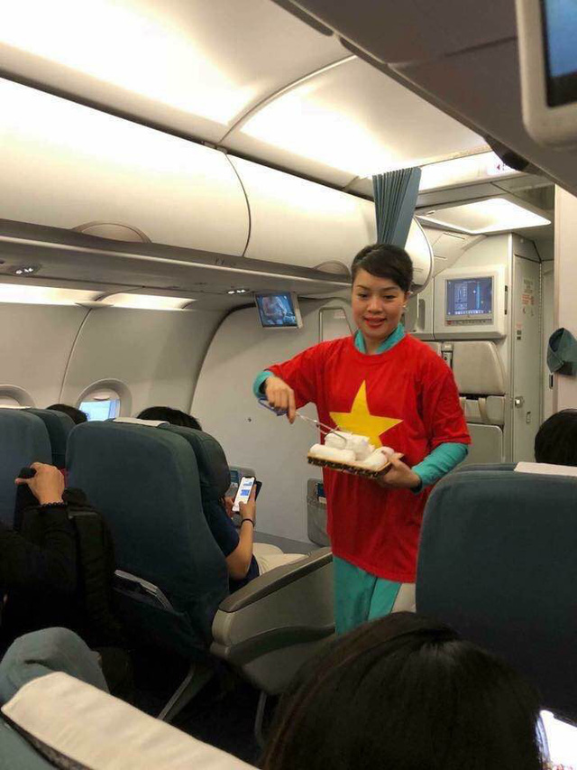 Trong khi Vietjet Air xấu xí đến phản cảm, cộng đồng mạng chia sẻ hình ảnh ấm cúng, đẳng cấp của Vietnam Airlines - Ảnh 7.
