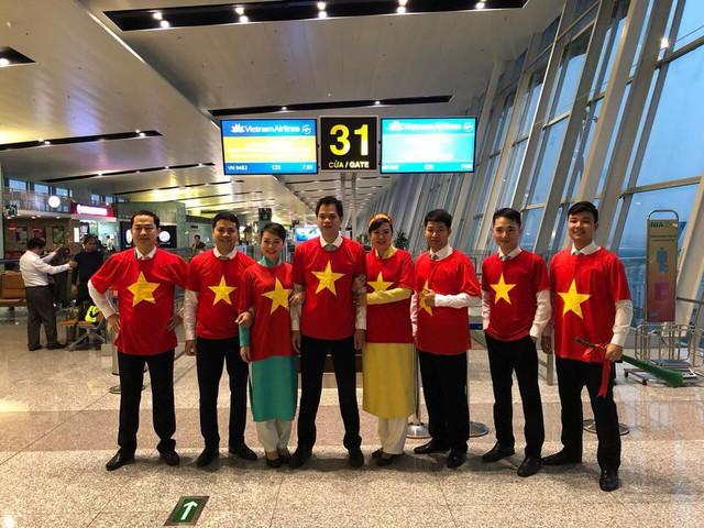 Trong khi Vietjet Air xấu xí đến phản cảm, cộng đồng mạng chia sẻ hình ảnh ấm cúng, đẳng cấp của Vietnam Airlines - Ảnh 8.