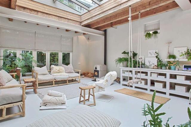 Ngôi nhà trắng đẹp như tranh vẽ với những góc nhà lung linh chẳng khác gì studio - Ảnh 1.