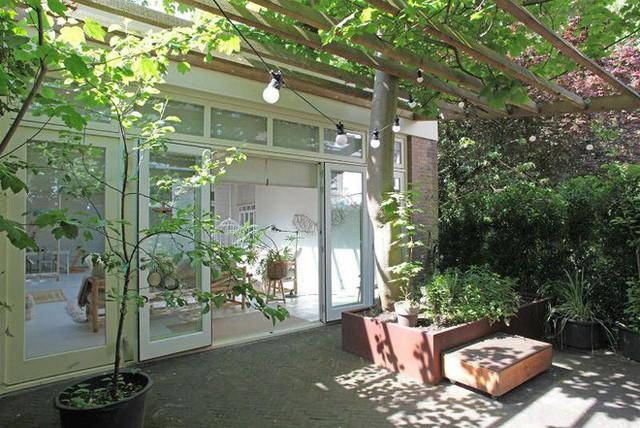 Ngôi nhà trắng đẹp như tranh vẽ với những góc nhà lung linh chẳng khác gì studio - Ảnh 16.