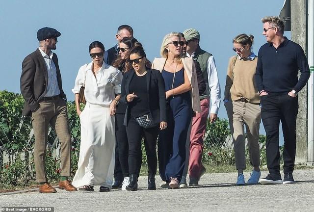 đầu tư giá trị - photo 1 1538395846325454888855 - David Beckham lịch lãm du ngoạn nước Pháp cùng vợ và hội bạn thân toàn sao nổi tiếng