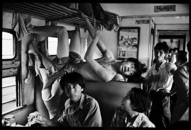 Dành 4 thập kỉ ghi lại hành trình trên những chuyến xe lửa, nhiếp ảnh gia Trung Quốc đem lại cho người xem những xúc cảm lạ thường - Ảnh 11.