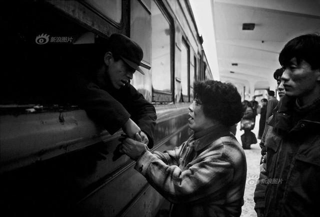 Dành 4 thập kỉ ghi lại hành trình trên những chuyến xe lửa, nhiếp ảnh gia Trung Quốc đem lại cho người xem những xúc cảm lạ thường - Ảnh 14.