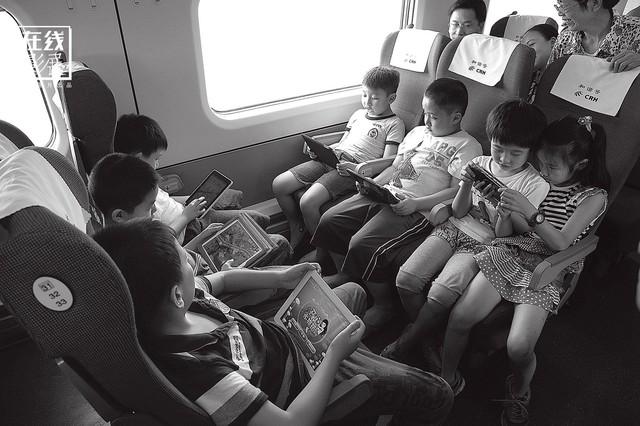 Dành 4 thập kỉ ghi lại hành trình trên những chuyến xe lửa, nhiếp ảnh gia Trung Quốc đem lại cho người xem những xúc cảm lạ thường - Ảnh 17.