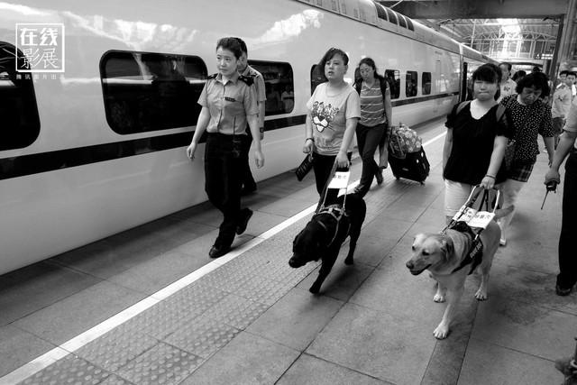 Dành 4 thập kỉ ghi lại hành trình trên những chuyến xe lửa, nhiếp ảnh gia Trung Quốc đem lại cho người xem những xúc cảm lạ thường - Ảnh 20.