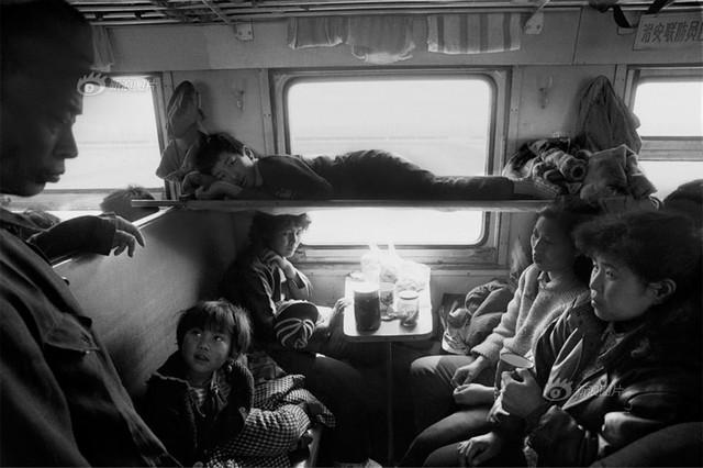 Dành 4 thập kỉ ghi lại hành trình trên những chuyến xe lửa, nhiếp ảnh gia Trung Quốc đem lại cho người xem những xúc cảm lạ thường - Ảnh 5.