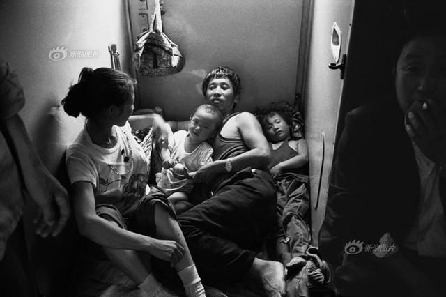 Dành 4 thập kỉ ghi lại hành trình trên những chuyến xe lửa, nhiếp ảnh gia Trung Quốc đem lại cho người xem những xúc cảm lạ thường - Ảnh 6.