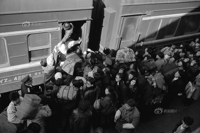 Dành 4 thập kỉ ghi lại hành trình trên những chuyến xe lửa, nhiếp ảnh gia Trung Quốc đem lại cho người xem những xúc cảm lạ thường - Ảnh 7.