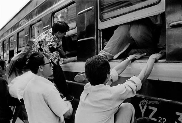 Dành 4 thập kỉ ghi lại hành trình trên những chuyến xe lửa, nhiếp ảnh gia Trung Quốc đem lại cho người xem những xúc cảm lạ thường - Ảnh 8.