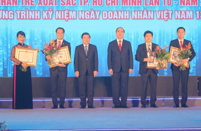 """17 doanh nhân được vinh danh trong lễ trao giải thưởng """"Doanh nhân trẻ hoàn hảo Tp.HCM lần 10 năm 2018"""" - Ảnh 2."""