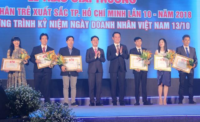 """17 doanh nhân được vinh danh trong lễ trao giải thưởng """"Doanh nhân trẻ hoàn hảo Tp.HCM lần 10 năm 2018"""" - Ảnh 3."""