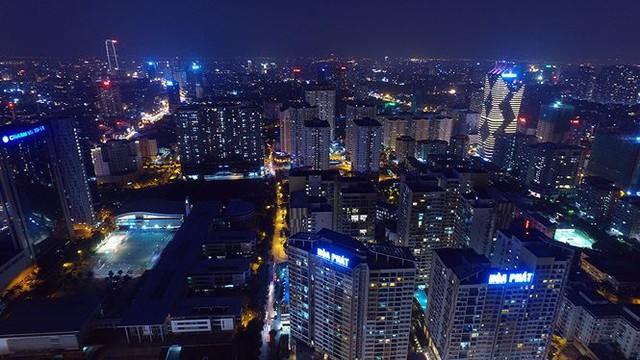 Vẻ đẹp rực rỡ của Hà Nội về đêm qua góc máy flycam Nhịp sống Thủ đô - Ảnh 1.
