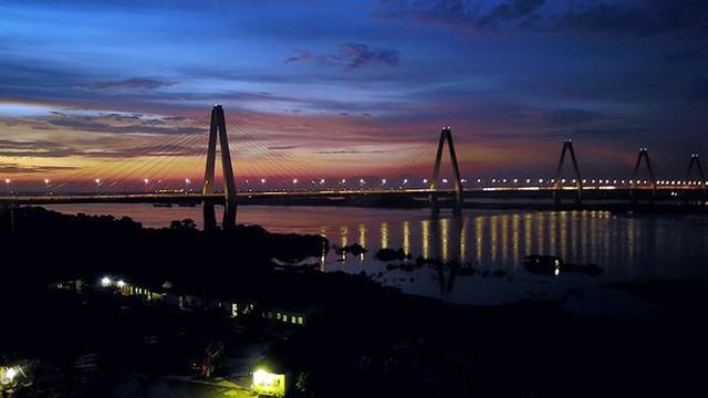 Vẻ đẹp rực rỡ của Hà Nội về đêm qua góc máy flycam Nhịp sống Thủ đô - Ảnh 2.