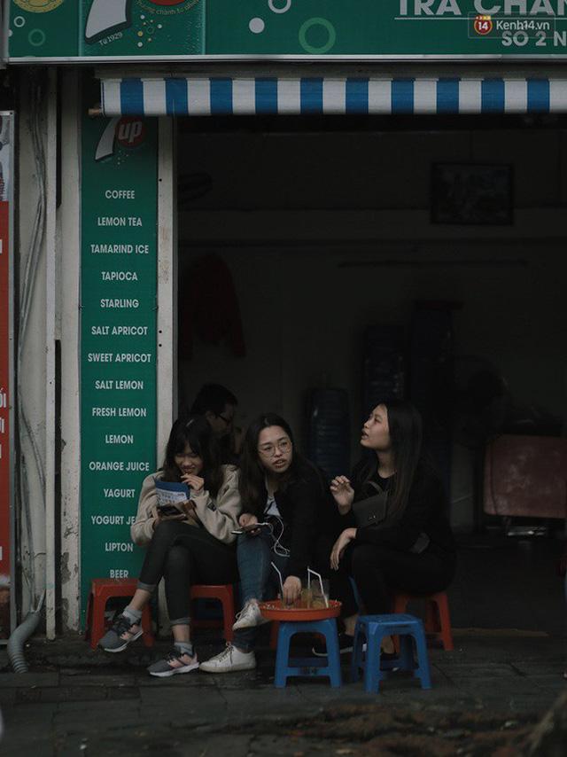 Chùm ảnh: Hà Nội đã có ngày đầu tiên đón gió lạnh đầu mùa thực sự! - Ảnh 15.