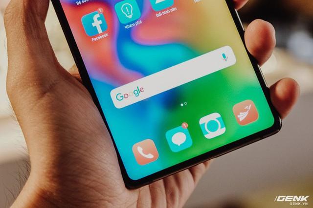 Đây là Bphone 3 có màn hình tràn đáy: Chiếc smartphone không cằm nhưng có trán thật là cao - Ảnh 3.